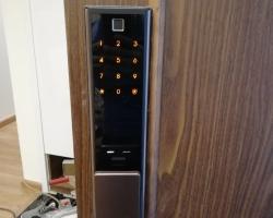 Khóa cửa vân tay, mở qua điện thoại Samsung SHP-DP738