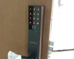 Lắp khóa cửa vân tay Samsung SHP-DH538 có tốt không ?