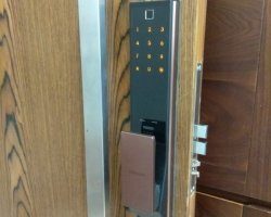 Khóa cửa vân tay, khóa điện tử tại Hưng Yên