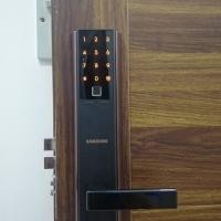 Dịch vụ lắp khóa vân tay cho chung cư, thay khóa cũ