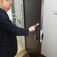 Giá khóa cửa vân tay cho chung cư