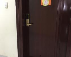 Lắp khóa cửa vân tay, khóa điện tử tại Capital Garden 102 Trường Chinh