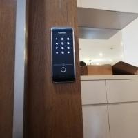 Khóa cửa vân tay dành cho căn hộ cho thuê, homestay giá rẻ tốt nhất