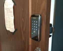 Khóa cửa điện tử không tay cầm & khóa cửa điện tử có tay cầm