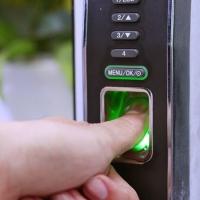 Công nghệ chống trộm cảm ứng bằng vân tay của khóa cửa điện tử