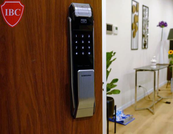 Lắp khóa cửa cảm ứng Samsung cao cấp chính hãng