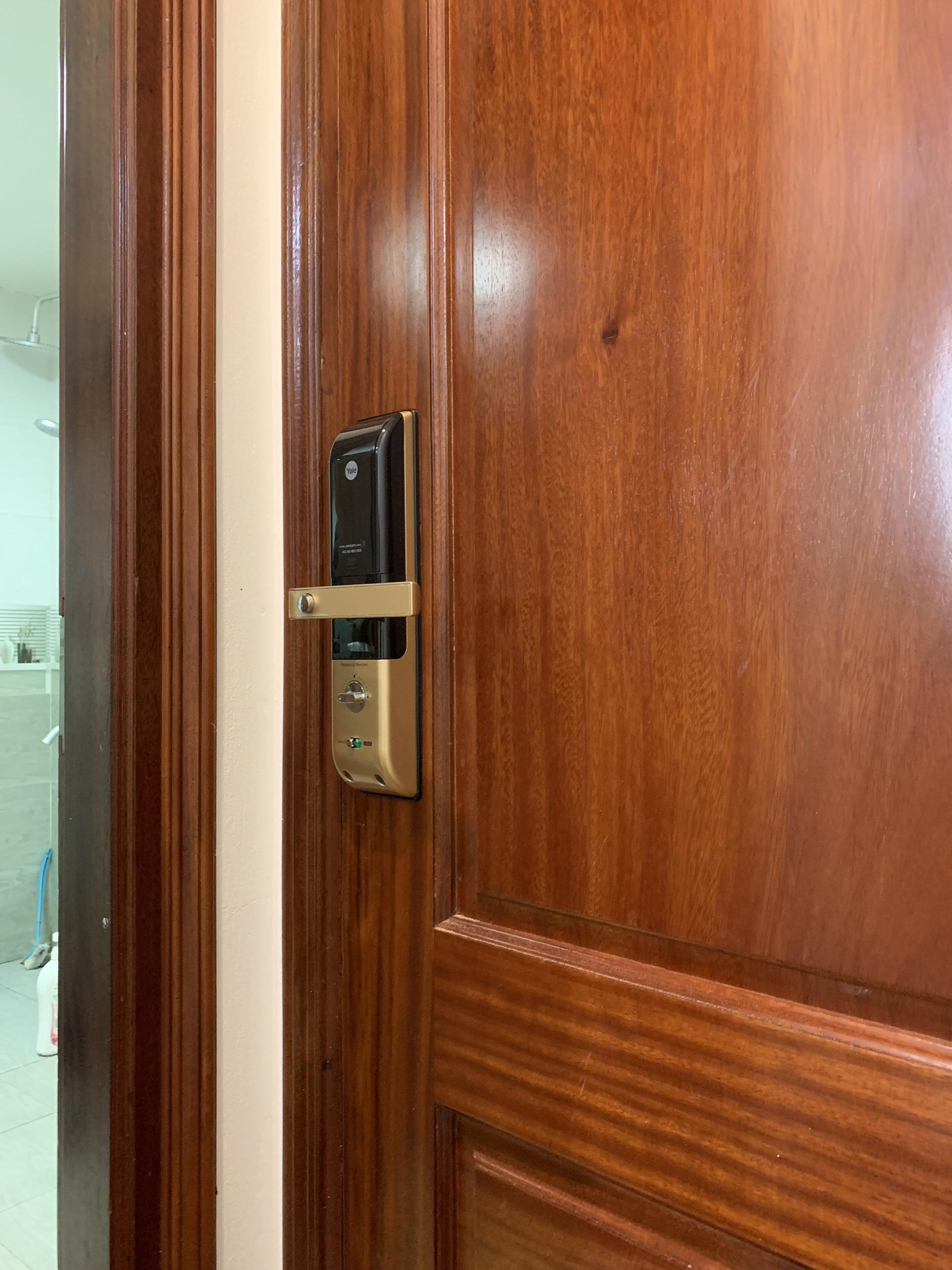 Lắp đặt Yale 4109 tại chung cư Goldmark
