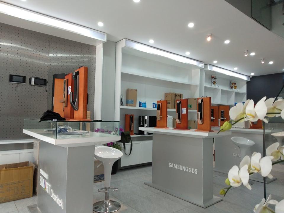 Showroom hàng chính hãng