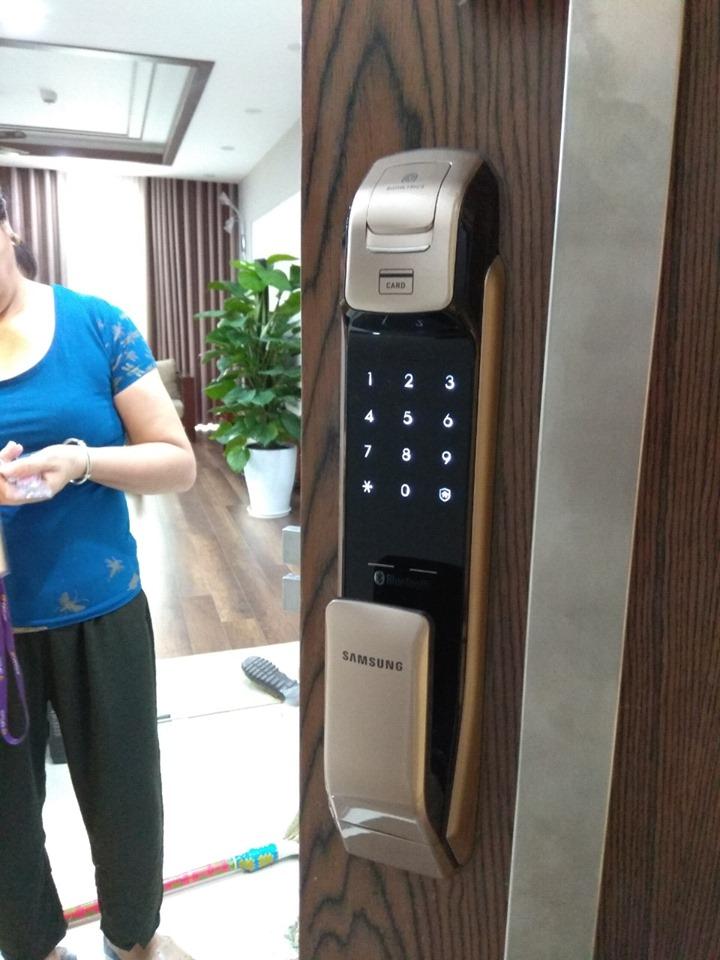 Cô Minh luôn tin dùng khóa vân tay Samsung SHS-DP728