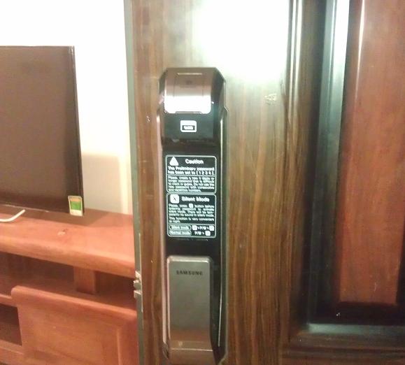 Lắp đặt khóa cửa vân tay Samsung tại Bình Thạnh HCM tháng 1.2019
