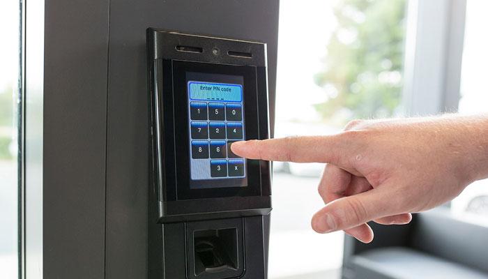 Khóa cửa vân tay chấm công – giải pháp ưu việt cho văn phòng