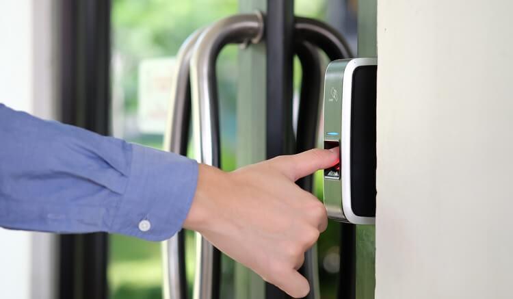 Hướng dẫn bảo trì, bảo quản khóa cửa vân tay đúng cách
