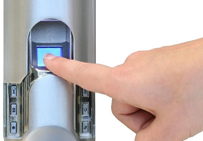 Bảo dưỡng khóa cửa vân tay thường xuyên