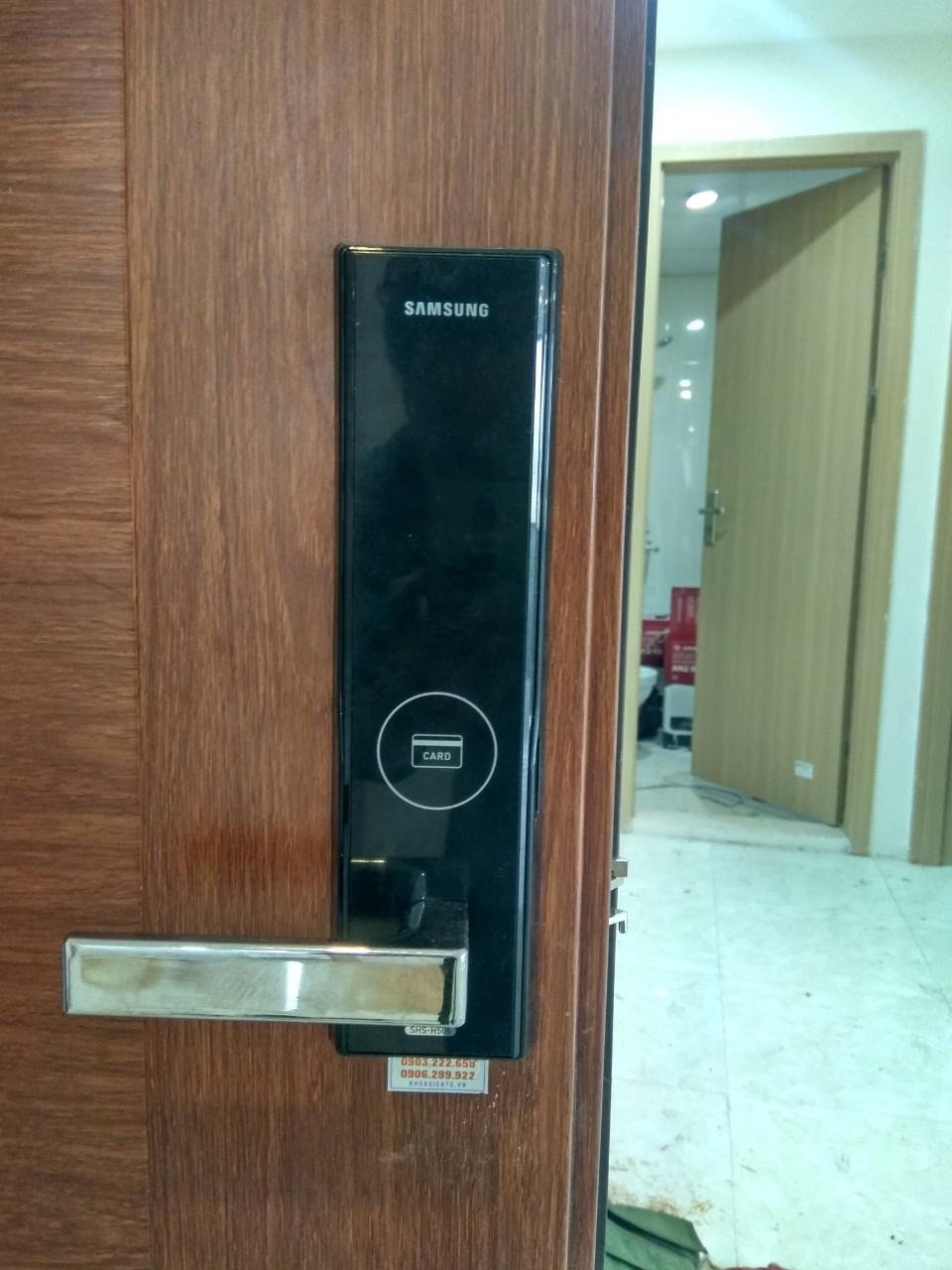 Lắp đặt khóa điện tử Samsung tại căn hộ Q.Tân Bình tháng 5.2019