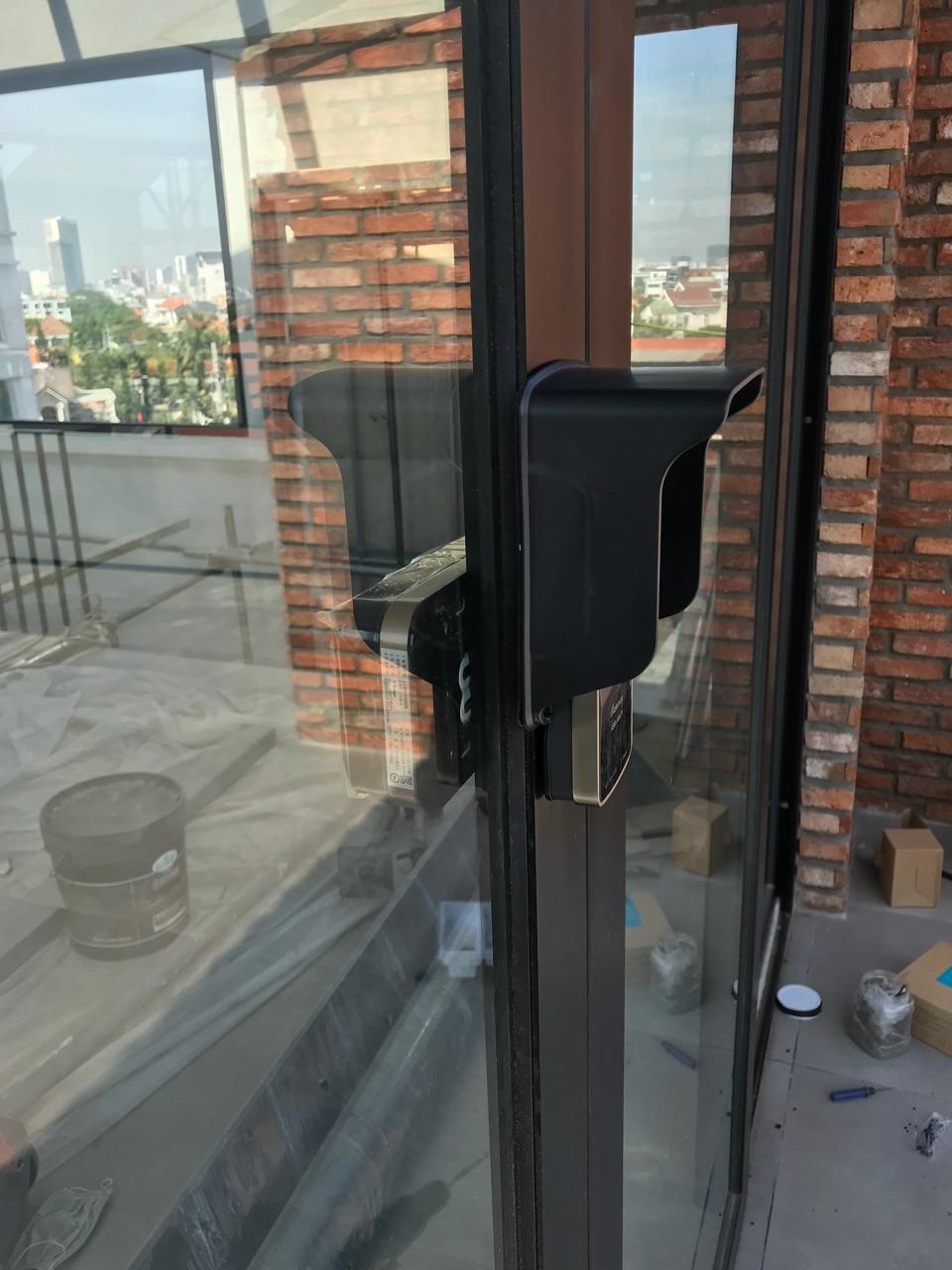 Hộp bảo vệ khóa cửa điện tử