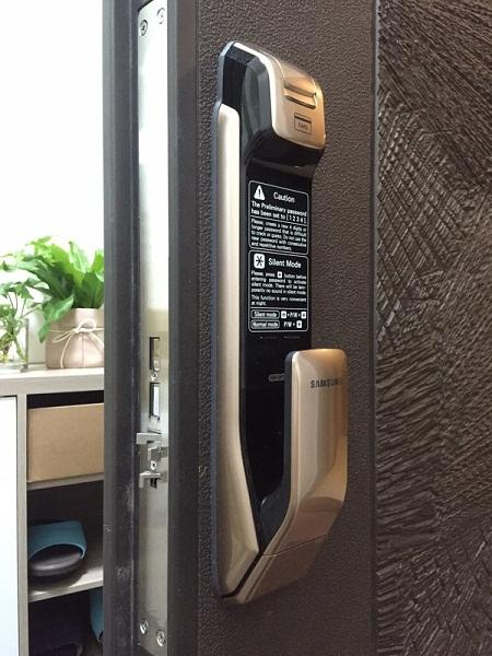 Lắp khóa Samsung DP728 tại chung cư CT12A Kim Văn Kim Lũ