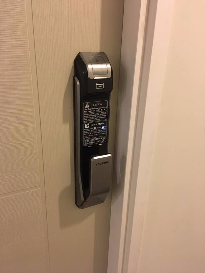 Lắp đặt khóa cửa vân tay samsung shs-p718 tại hà đông