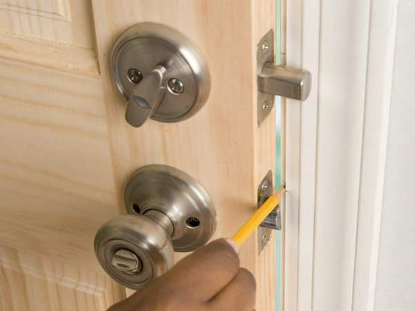Tư vấn lắp đặt khóa thông minhSamsung cho cửa cũ đã từng lắp khóa