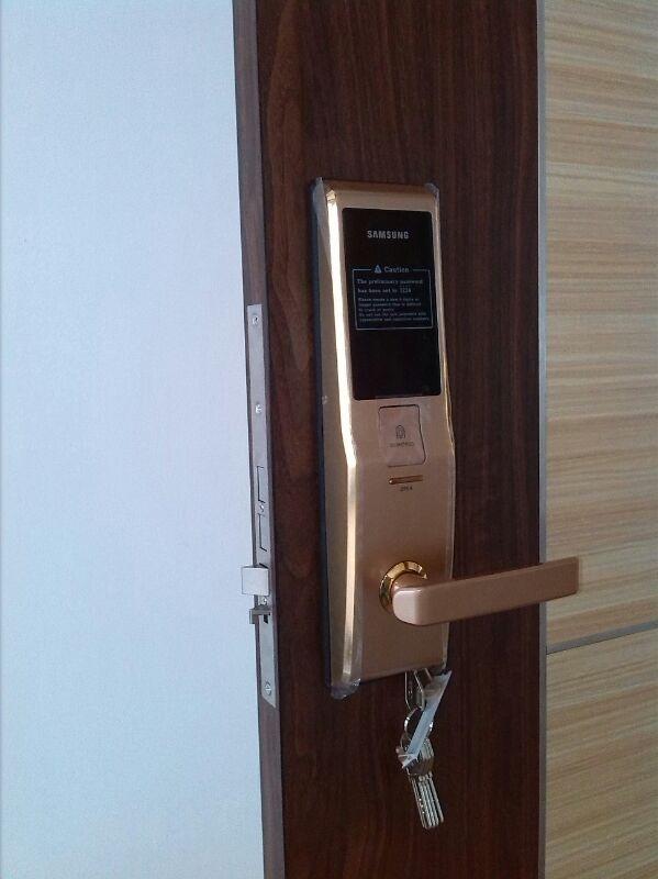 Lắp đặt khóa Samsung SHS-H705 tại Hoàng mai