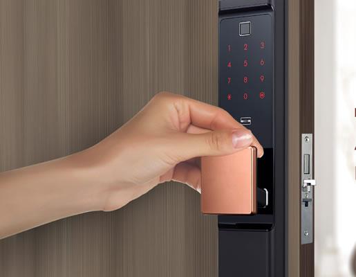 Mã số khóa cửa Samsung có nên thay đổi thường xuyên không?