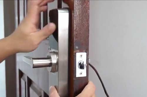 Mách bạn cách tự lắp đặt khóa cửa điện tử tại nhà